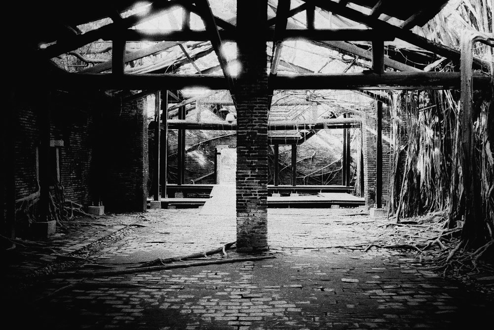 2016-07-01 - Property of the VOC* - Fuji Neopan 400 shot at EI 400. Black and white negative film in 35mm format. *Vereenigde Oost-Indische Compagnie : East Dutch India Company.