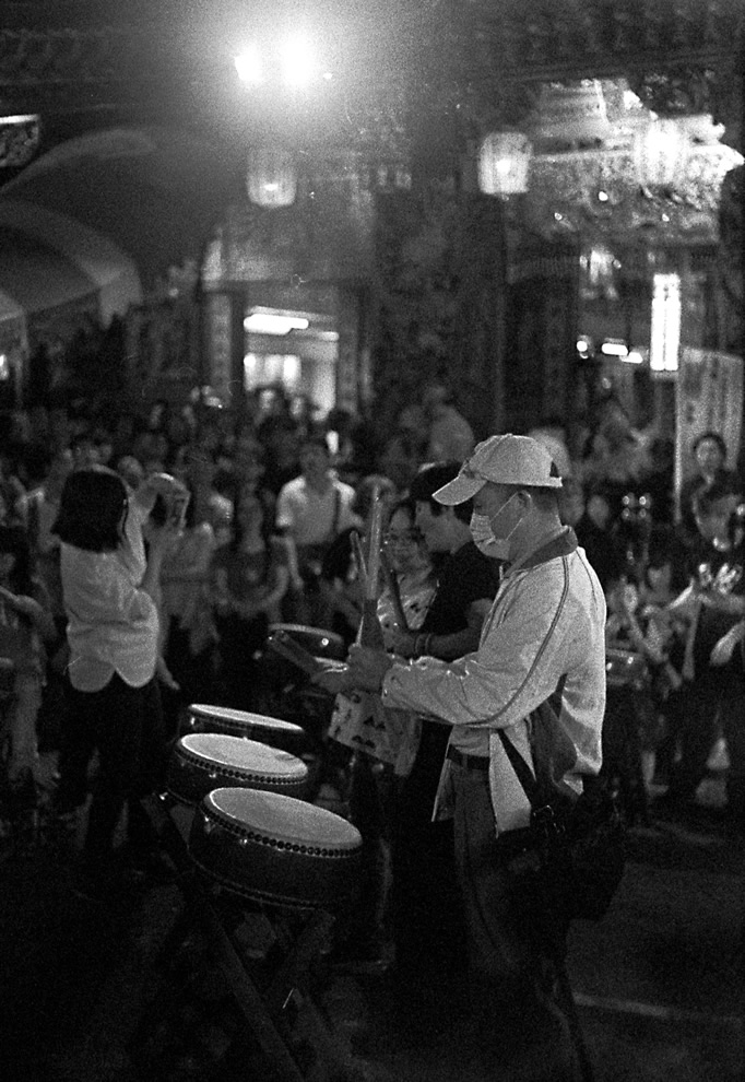 To the beat of the same drum - Fuji Superia 1600 Shot at EI 1600. Color negative film in 35mm format. Developed in Rodinal (1+100 / 20c / 60:00).