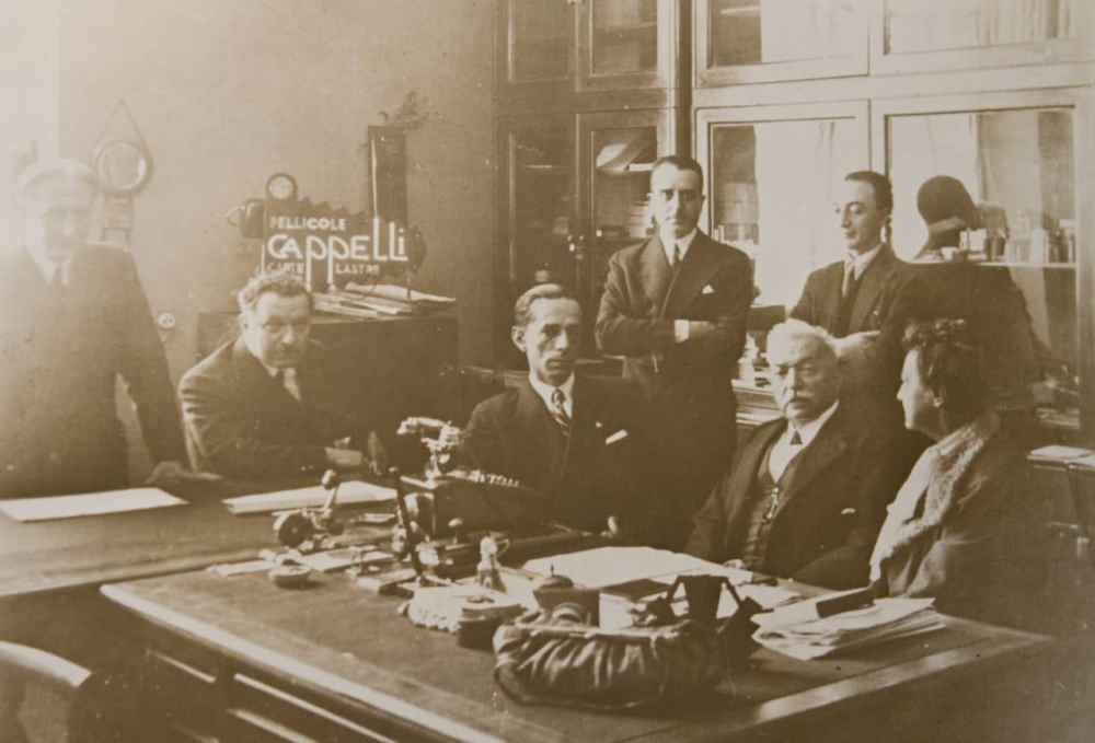 Michele Cappelli, shown seated between his wife and F.I.L.M. president Franco Marmont, at the sale of Cappelli to F.I.L.M. in 1932 (archival image courtesy FILM Ferrania)