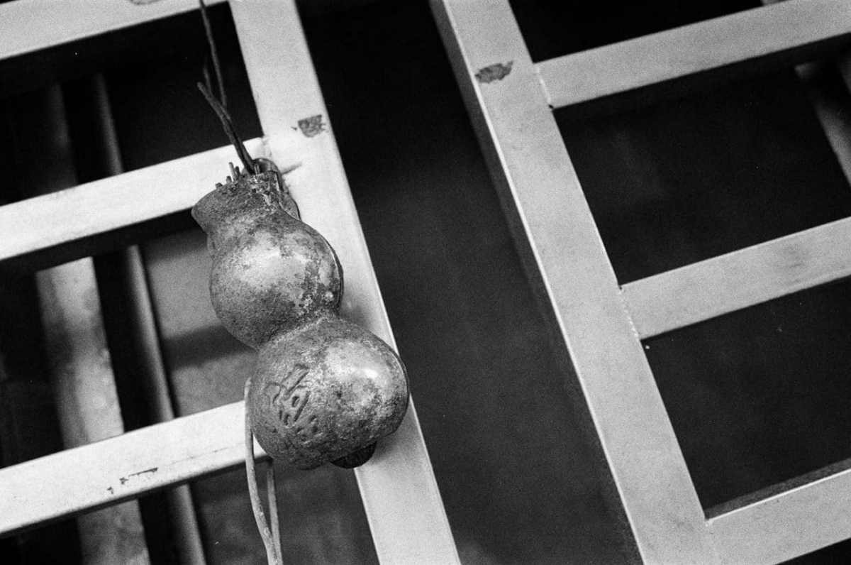 Incense gourd - Shot on ILFORD HP5 PLUS at EI 400. Black and white film in 35mm format.