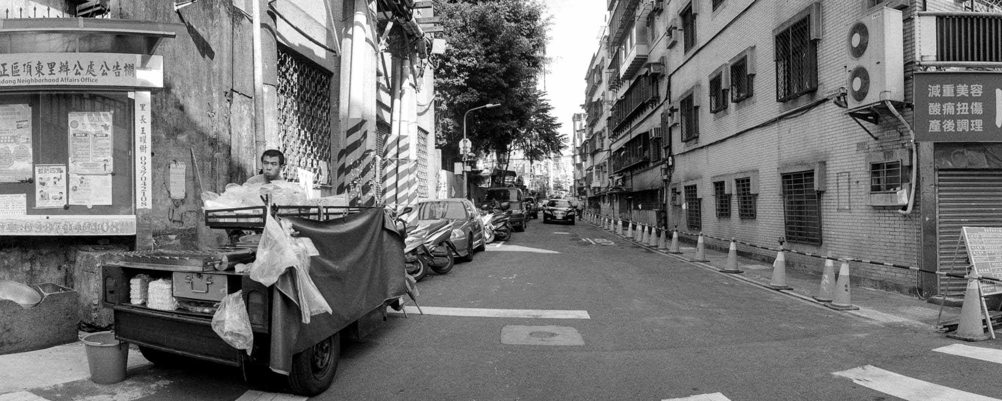 Hungry work - Shot on ILFORD Delta 400 Professional at EI 400. Black and white negative film in 35mm format. Horizon S3 Pro.