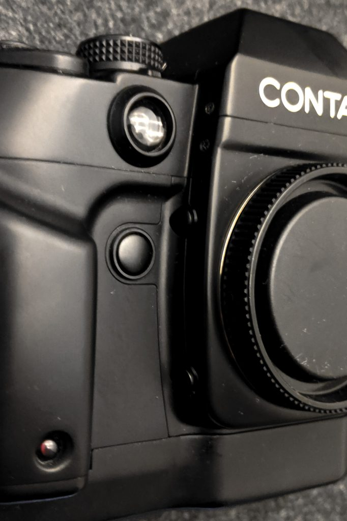 CONTAX AX - Lens mount (side)