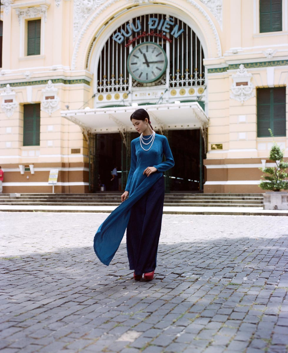 5 Frames... By the historic Ho Chi Minh City District 1 Post Office on expired Kodak Portra 400NC (120 Format / EI 100 / Pentax 67 + SMC Pentax 67 90mm f/2.8) - by Trevor Hong