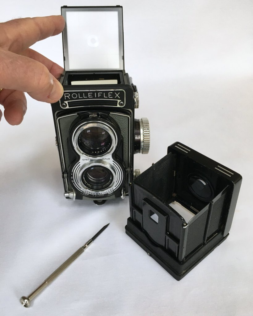 Rolleiflex T screen housing open