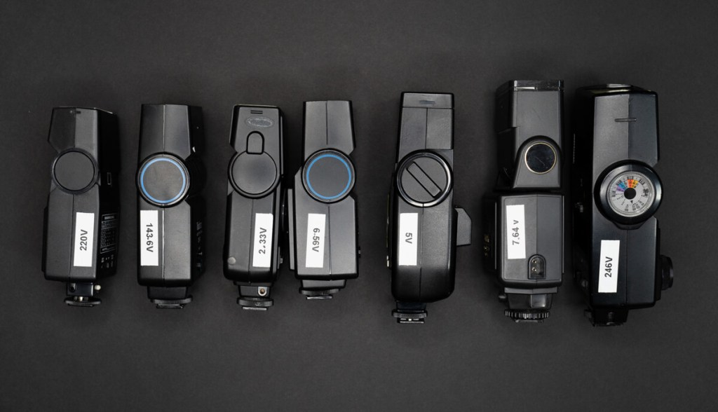 7 flashes with voltage comparison