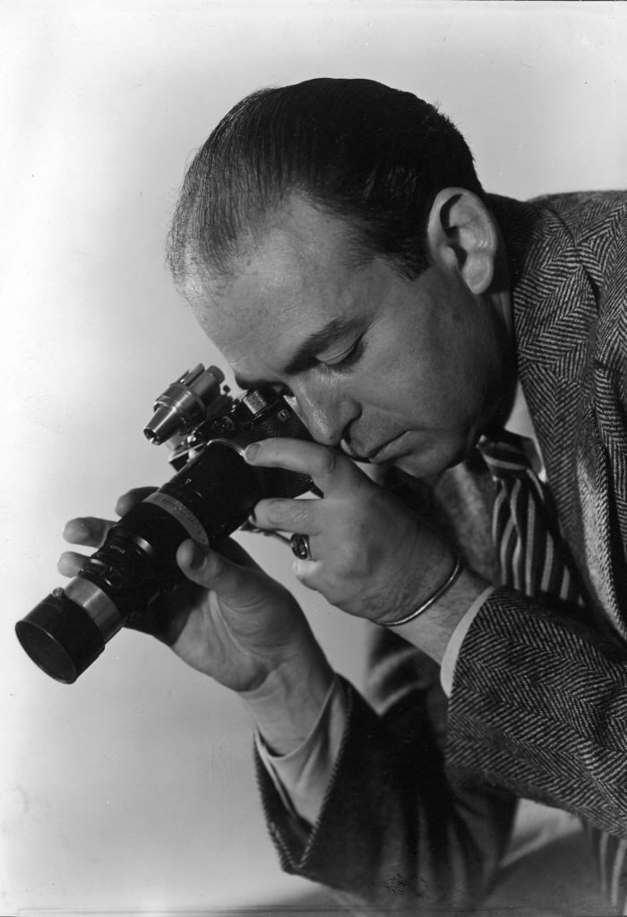Photographer Fritz Goro with his camera. (Photo by Oscar Graubner/The LIFE Picture Collection © Meredith Corporation) - via: www.life.com/photographer/fritz-goro