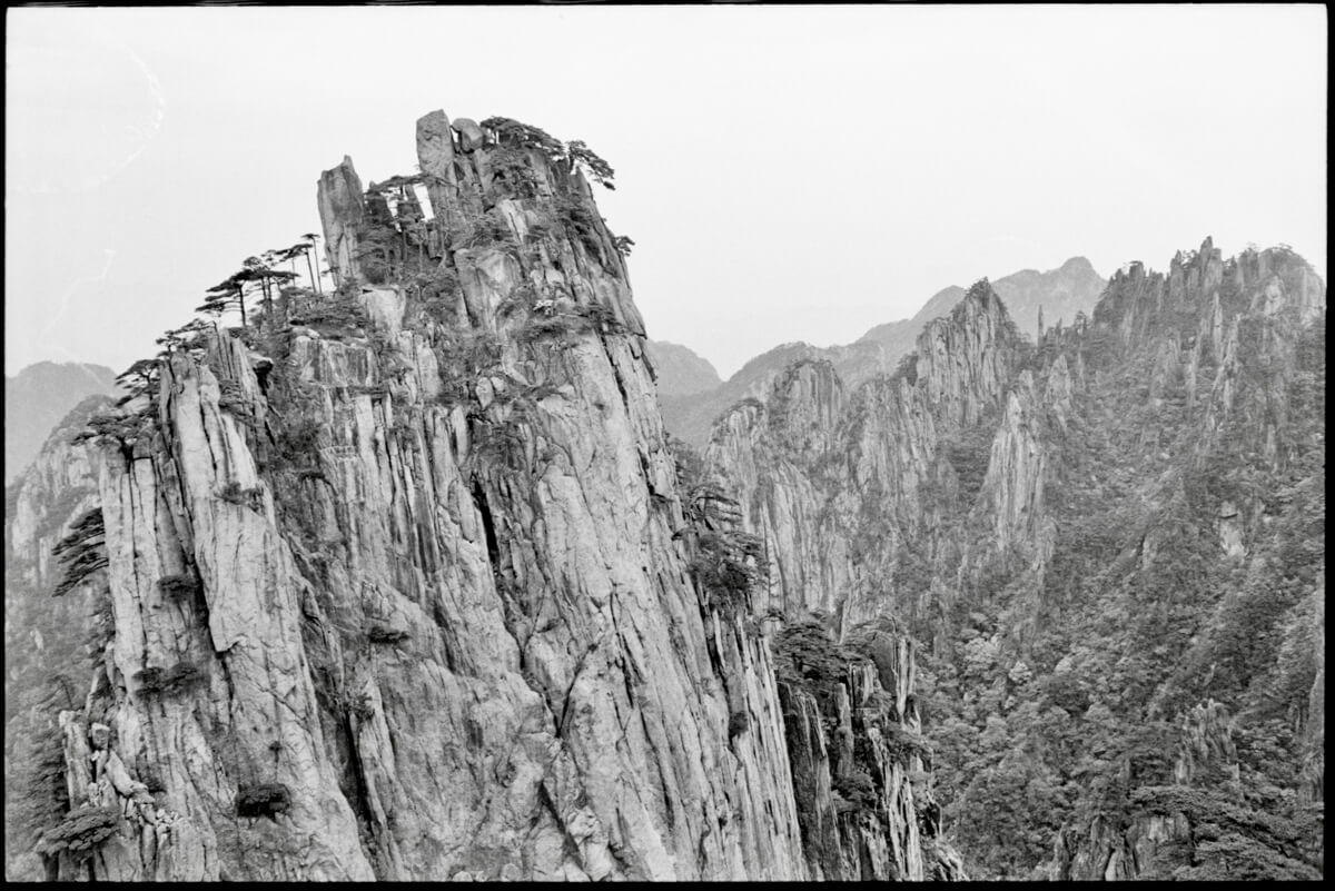 5 Frames... Around China's Huangshan on Kodak T-MAX 400 and a Leica R6 (35mm format / EI 400 / Leica Summicron-R 35mm f/2.0