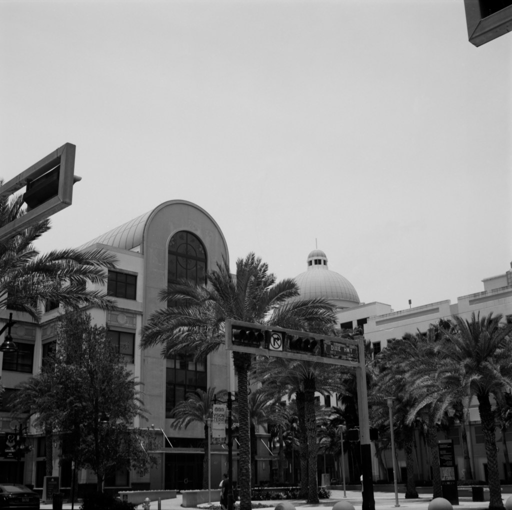 5 Frames... Around West Palm Beach's downtown on ILFORD DELTA 100 Professional (120 Format / EI 100 / Yashica Mat-124G) - Ariel Isaac
