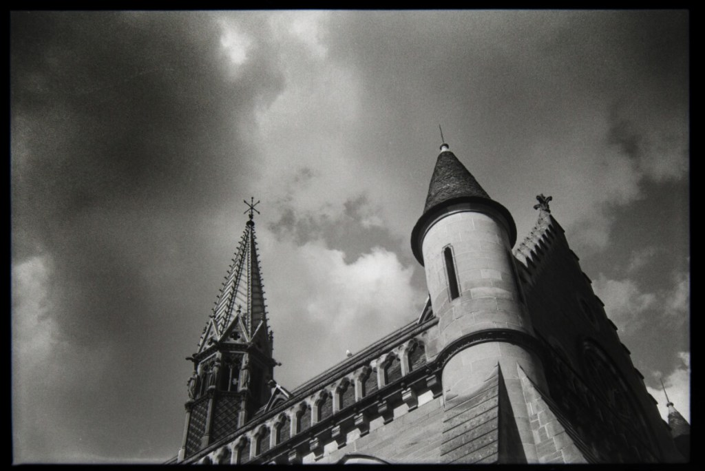 5 Frames... Of Dundee on Fomapan 100 Classic and a Zeiss Ikon Contina LK (35mm / EI 100) - by Ian Hill