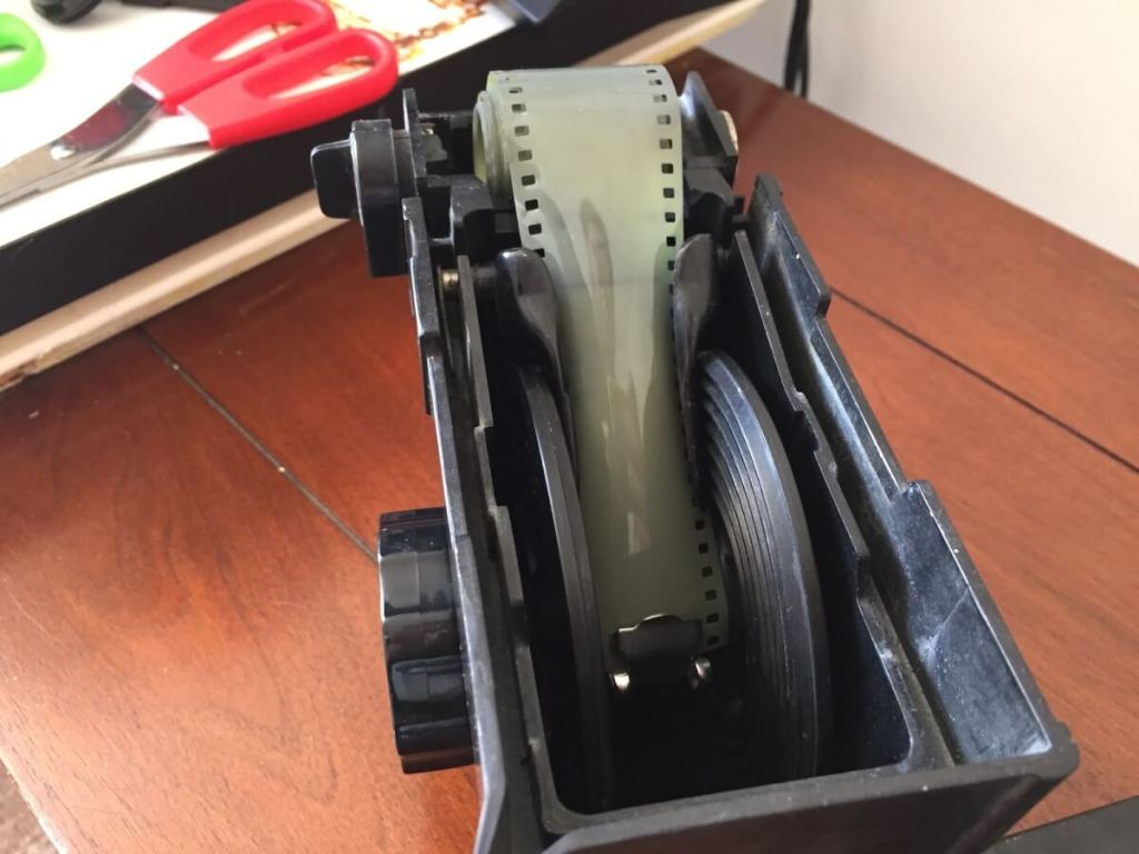 Agfa Rondinax 35U review - Getting the film loaded 02