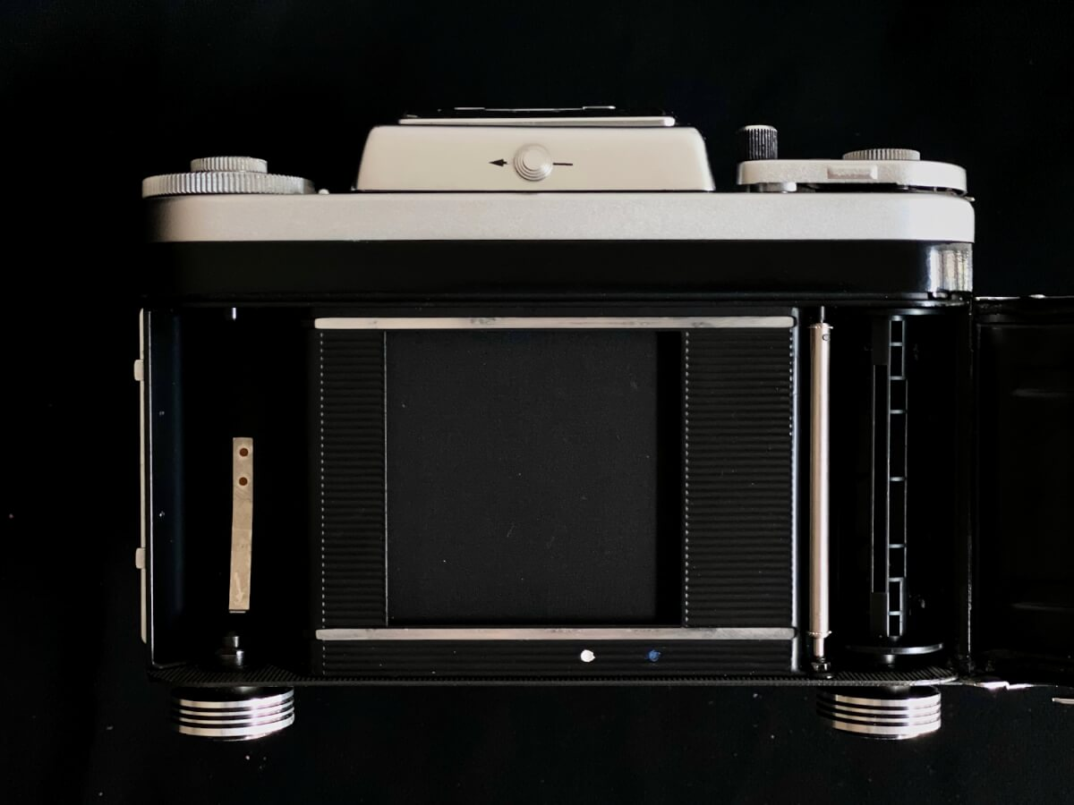 Pentacon Six TL - Shutter curtain and film bay