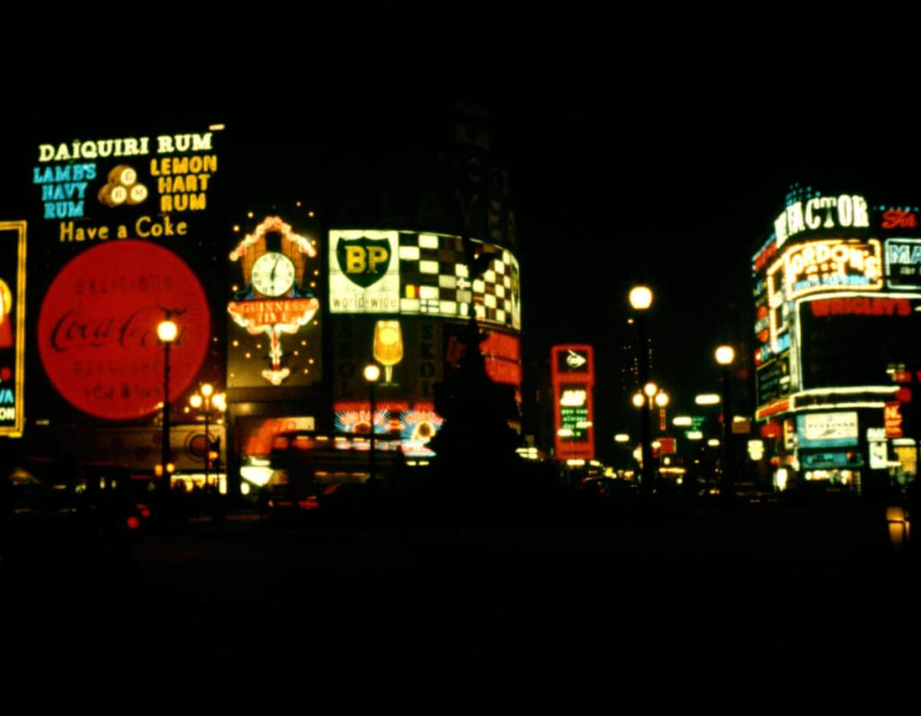 1965 - Piccadilly Circus
